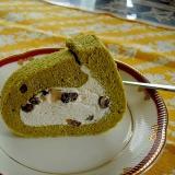 ふわふわでダレない生クリームの抹茶ロールケーキ