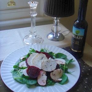 ビートルートとゴートチーズの簡単サラダ。