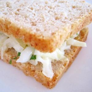 大葉のコールスローサンドイッチ