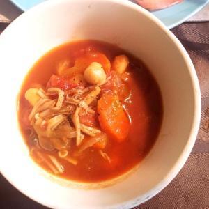 野菜もお豆もキノコもたっぷりトマトスープ