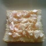 焼き鮭とマヨネーズと練乳のトースト