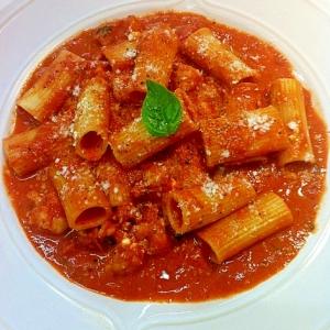 ソースが絡んで美味しい‼トマトソースのリガトーニ♪