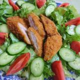 トンカツ(惣菜)でサラダ