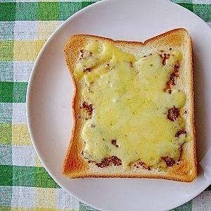 ハニーマスタードのチーズトースト