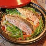 タジン鍋で野菜たっぷり鮭の蒸し焼き