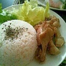 カオマンガイ?鶏肉の湯で汁ライス