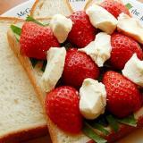 豪勢に見える❤苺のサンドイッチ♪(クリームチーズ)