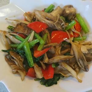 舞茸とパプリカと小松菜の炒め物