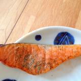 ディルとジンに漬けた生鮭の塩焼き