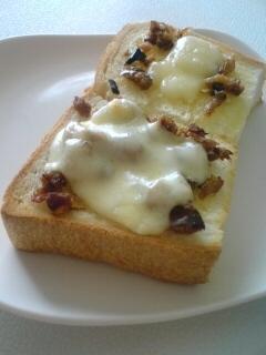 サバそぼろのチーズトースト