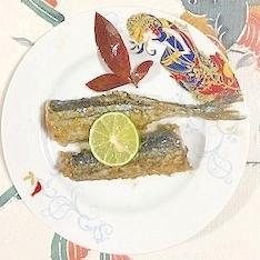 秋刀魚に、片栗粉とスダチ