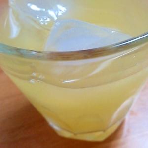 ジューサーでビタミンを♪りんごとレモンのジュース