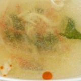 ラー油が香る♪簡単♪蒸し鶏とカニかまのわかめスープ