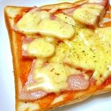 ケチャップとレッドオリーブオイルでピザトースト