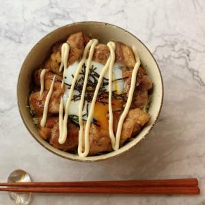 ガッツリ満足♡鶏もも照りマヨ温玉丼