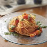 トマトとバジルソースの冷製パスタ