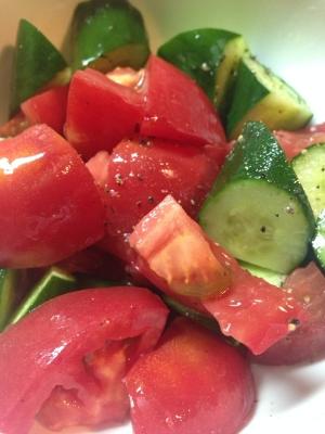 トマトときゅうりのイタリアンサラダ