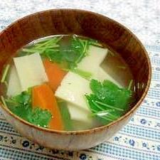 にんじんと高野豆腐のすまし汁
