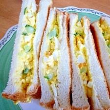 塩麹漬けきゅうりで卵サンド