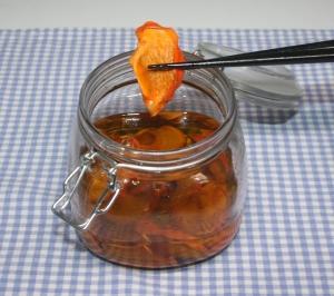 簡単☆便秘改善☆自家製の干し柿でオリーブオイル漬け