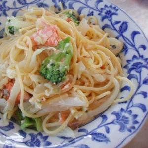 鮭とブロッコリーのホワイト・スパゲティ