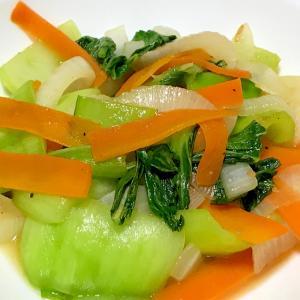 チンゲン菜と新玉ねぎとにんじんの炒めもの