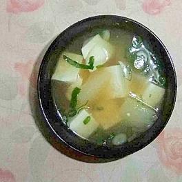 じゃがいもと豆腐の味噌汁