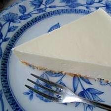 生クリームなしでも濃厚レアチーズケーキ