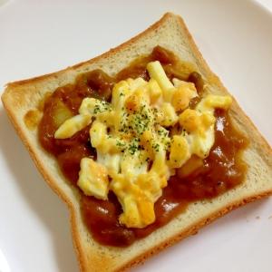 残ったカレーで☆タルタル卵のカレートースト