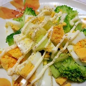 セロリとブロッコリーの卵サラダ