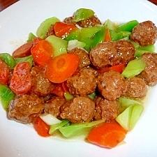 ふんわり肉団子としゃきしゃきセロリの炒め物