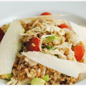 失敗しらずの鶏むね肉とスペルト小麦のサラダ