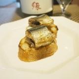 【北海道食材】秋刀魚燻製とブルーチーズのカナッペ