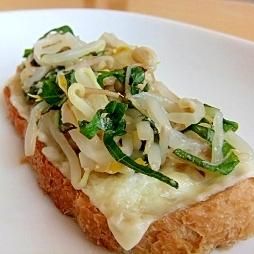 モヤシと大葉の味噌トースト