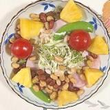 ロースハム、セロリ、パイン、ミニトマトのサラダ