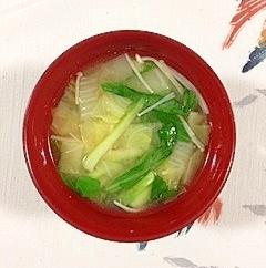 チンゲン菜、白菜、えのきのお味噌汁