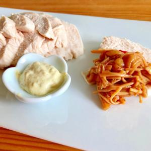 蒸し鶏☆なめ茸ソースと柚子胡椒マヨソース