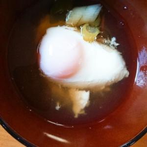 昆布だしで落とし卵のお汁