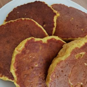人参とりんごの米粉パンケーキ