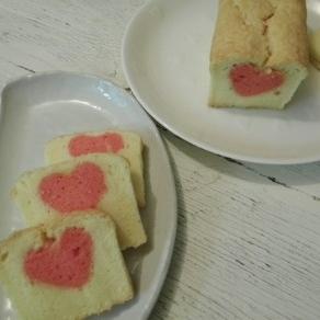 どこを切ってもピンクのハートのラムケーキ