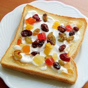 甘酸っぱく♪生姜蜂蜜と水切りヨーグルトのトースト