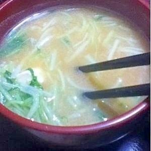 水菜と高野豆腐の味噌汁【じゅわーと沁み込む旨み!】