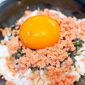 【簡単】夜食にピッタリ 卵黄で満足感を出したミニ丼