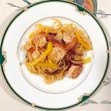 海老、赤玉葱、パプリカのパスタ