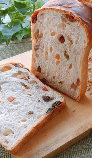 •ドライフルーツとチョコチップの山食パン•