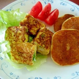 ねぎハムの卵焼き&大豆粉パンケーキの朝食ワンプレ♪