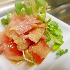 トマト、カイワレ大根、生ハムのゴマドレサラダ