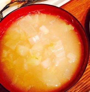 ジャガイモと白菜と玉ねぎの味噌汁