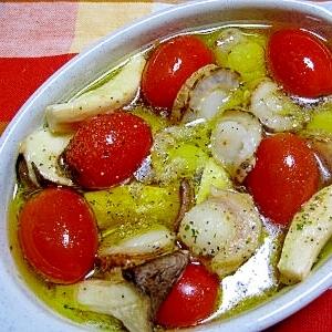 ベビーホタテとプチトマトのアヒージョ