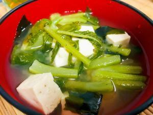 ダイコンの葉と豆腐とわかめの味噌汁